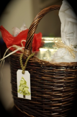 Homemade-Christmas-Gift-Basket-Ideas